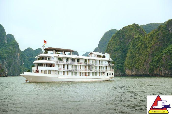 Du thuyen La Vela Classic Cruise (1)